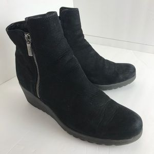 The flexx mate suede ankle wedge boots EUC 8.5